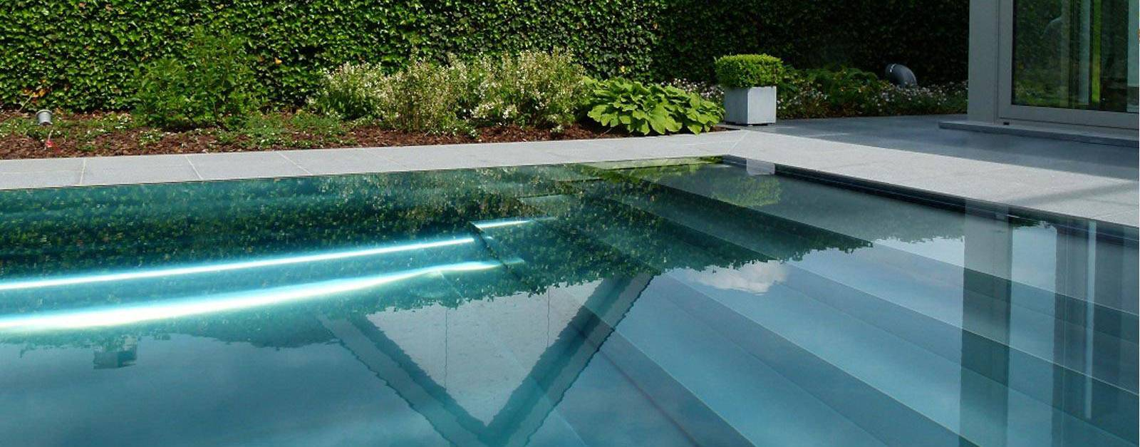 Le carrelage piscine la meilleure solution for Revetement piscine miroir